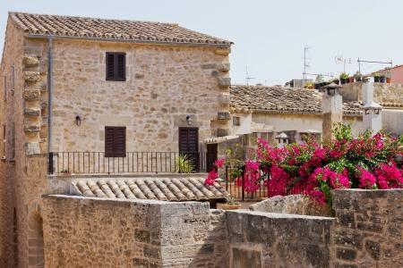 Detail eines typischen spanisches Haus in einem kleinen Dorf im Sonnenlicht Standard-Bild - 18438247