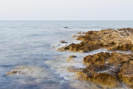 Bulb exposure of rocks in the ocean in the evening Standard-Bild