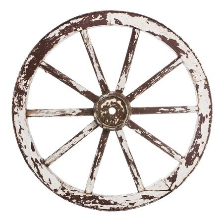 Alte hölzerne Wagenrad mit weißer Farbe über einem weißen Hintergrund Standard-Bild - 18753650