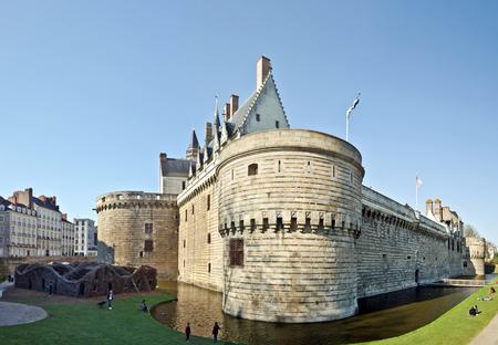 公園の場所の要塞の壁からダウン歩くと右手に東塔入り口からナントにブルターニュ公爵城で表示します。 報道画像