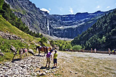 Gavarnie, France, July 13, 2015. Tourists visiting Gavarnie Circus in French Pyrenees Редакционное