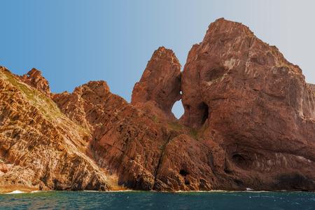 Scandola 반도 해안선을 따라 자연에 의해 조각 된 현무암 형성, 코르시카 섬, Corse-du-Sud, 프랑스