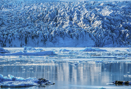 Ice and water composition of Fjallsarlon glacier lake bordered by the wall of Vatnajokull glassy in southern Iceland 写真素材