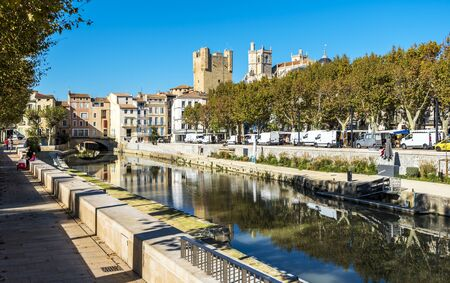 Narbonne, France - October 30, 2016 Robine Channel in Narbonne as seen from the quay in direction of historical city center. Redactioneel