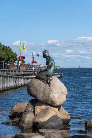 Copenhagen, Denmark -August 23, 2017 The Little Mermaid statue, or Den lille Havfrue, as seen from Langelinie promenade in Copenhagen. 報道画像