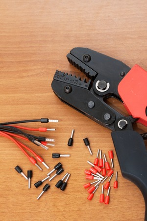 crimping: Set for the installation of wiring, press crimping pliers for insulated terminals and connectors.