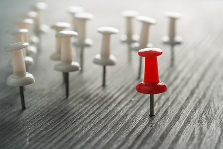 社会の概念。皆、リーダーシップのようなない、群衆の中から際立っています。