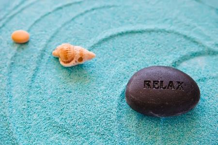 Stones und Muschel auf blauem Sand, Meer und Entspannung Sammlung, Zen, Meditation, Wellness