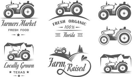 Set di loghi con il trattore per l'azienda agricola di famiglia. Cibi naturali freschi Vettoriali