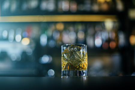 Old Fashioned whiskey coctail, server with oranges close up Stockfoto