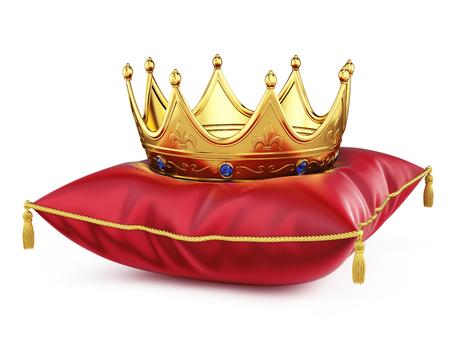 Koninklijke gouden kroon op rood kussen geïsoleerd op wit. 3D-rendering Stockfoto