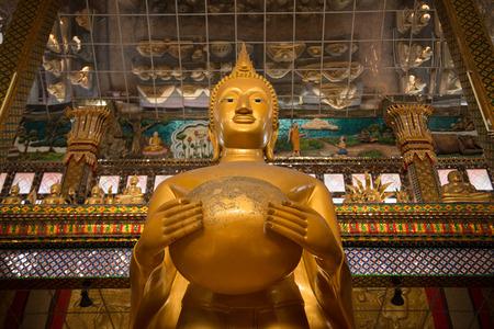 alms: Gran estatua de Buda de oro la celebraci�n de un cuenco de limosnas