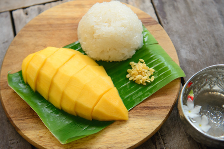 Mango sticky rice on wooden plate - Thai dessert