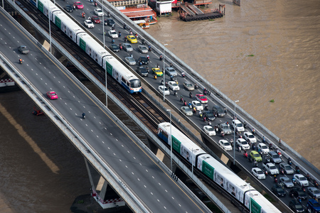 BANGKOK, JUNE 1, 2017: Traffic during the rush hour on Taksin bridge in Bangkok, Thailand. Редакционное