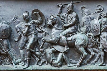 Ancienne plaque de Russie statue de fer avec l'homme à cheval Banque d'images