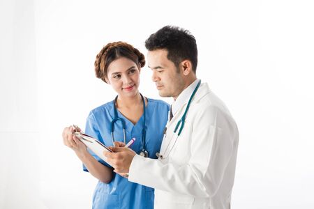 Asian male medical doctors and nurse with notebook on white background, useful for medical, hospital, medication, surgent, medical advise, doctor, health care concepts Banque d'images