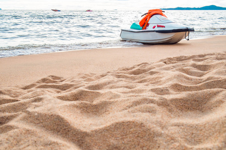 jet ski: Motos acu�ticas en la playa