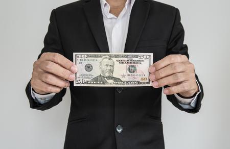 show bill: El hombre de negocios que muestra en efectivo