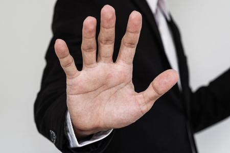 El hombre de negocios que muestra la mano de palma, cerca mano Foto de archivo - 59398931