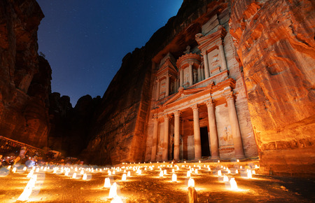 Petra by night, ancient architecture in canyon, Petra in Jordan. The rose city at night, famous travel destination in Middle-East, Jordan Foto de archivo
