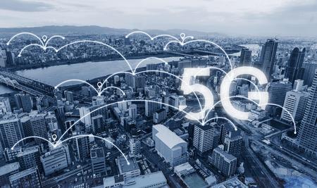 Tecnologia di connessione di rete in città, con segnale di rete internet 5g