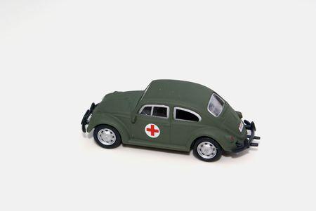 rood kruis: Een rood kruis leger auto.