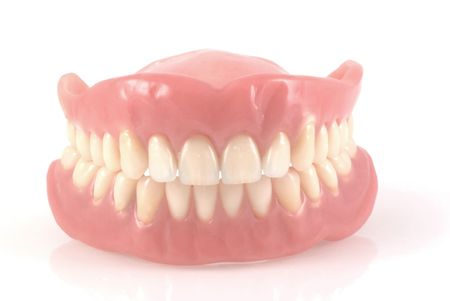 falso: Dentaduras postizas aislados sobre un fondo blanco.