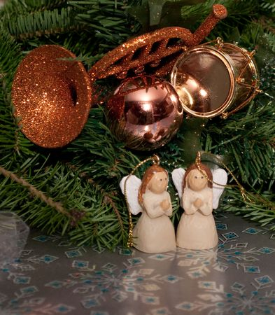 2 angels with ornaments