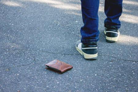 people young man had lost leather wallet Zdjęcie Seryjne