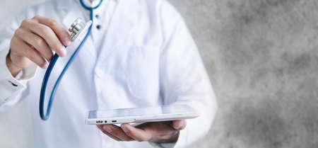 Male doctor using his digital tablet 版權商用圖片