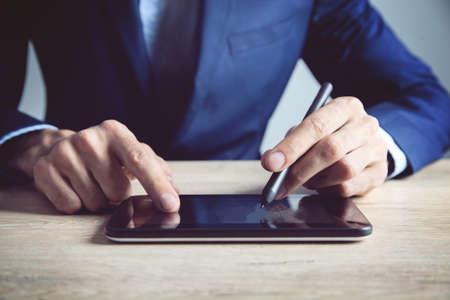 businessman works with a tablet 版權商用圖片
