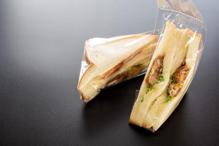 Low cost Sandwich in plastic packaging