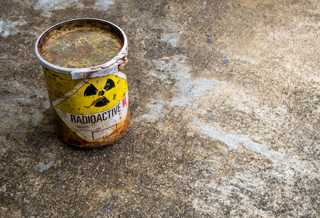 Old and rusted cylinder shape container of Radioactive material 版權商用圖片