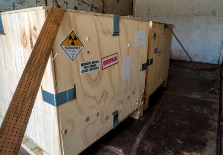 Radioactive material label beside the transportation wooden box Type A standard package in the truck Standard-Bild