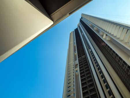 A Low Vantage Point to the high rise building, Looking up to the sky Foto de archivo