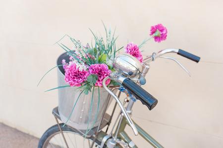 Vintage bicycle with flower pot, wedding flower 版權商用圖片