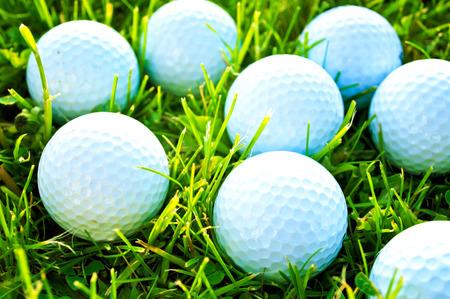 Gioco di golf. Palline da golf in erba.  Archivio Fotografico - 40150526
