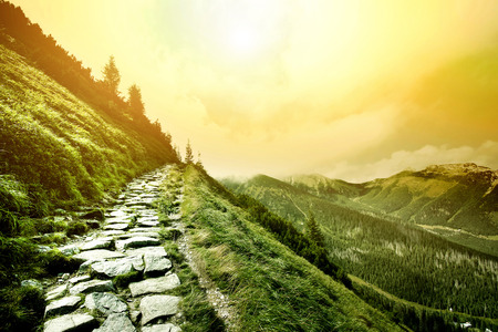 Montanhas. Fantasia e paisagem da natureza colorfull. Imagem conceptual da natureza.