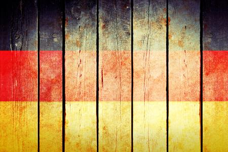 bandera alemania: Alemania bandera del grunge de madera. Alemania bandera pintada en los viejos tablones de madera. foto retro vintage de mi colecci�n de banderas.