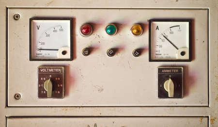 contador electrico: Antiguo medidor de electricidad Foto de archivo