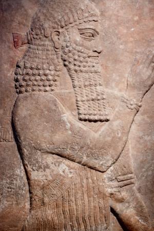 Oude klei reliëf van een Sumer koning Stockfoto - 13099293