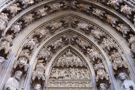 Photo of gothic bas reliefs and sculptures on Cologne Cathedral, Cologne city, Germany Imagens