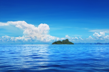 Blue sea and sky with cloud