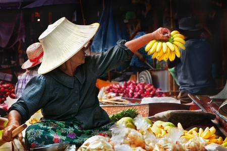 floating market: Thai woman at the Damnoen Saduak Floating Market, Thailand