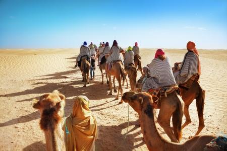 La gente en el desierto del Sahara Foto de archivo