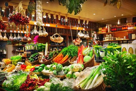 tiendas de comida: Verduras en un puesto del mercado