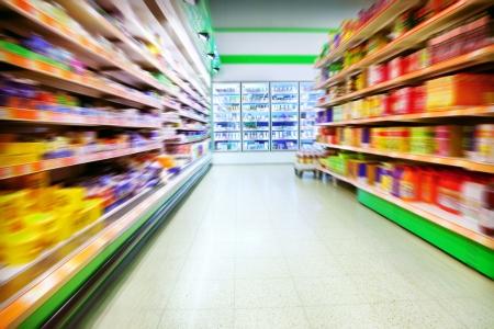 Verschiedene Produkte in einem Supermarkt Lizenzfreie Bilder