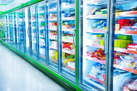 comida congelada: Los varios productos en un supermercado