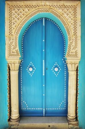 arabesque: Old door