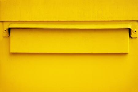 Closeup der gelben Briefkasten